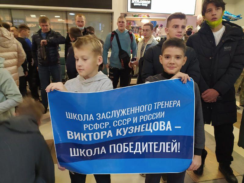 Фото Чемпион в кубе: Роман Власов прилетел в Новосибирск 2