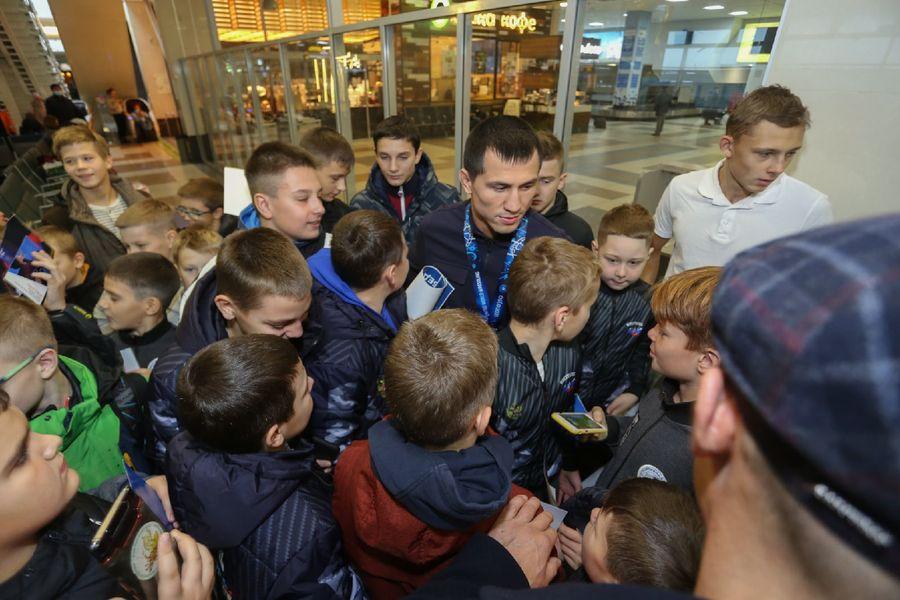 Фото Чемпион в кубе: Роман Власов прилетел в Новосибирск 4