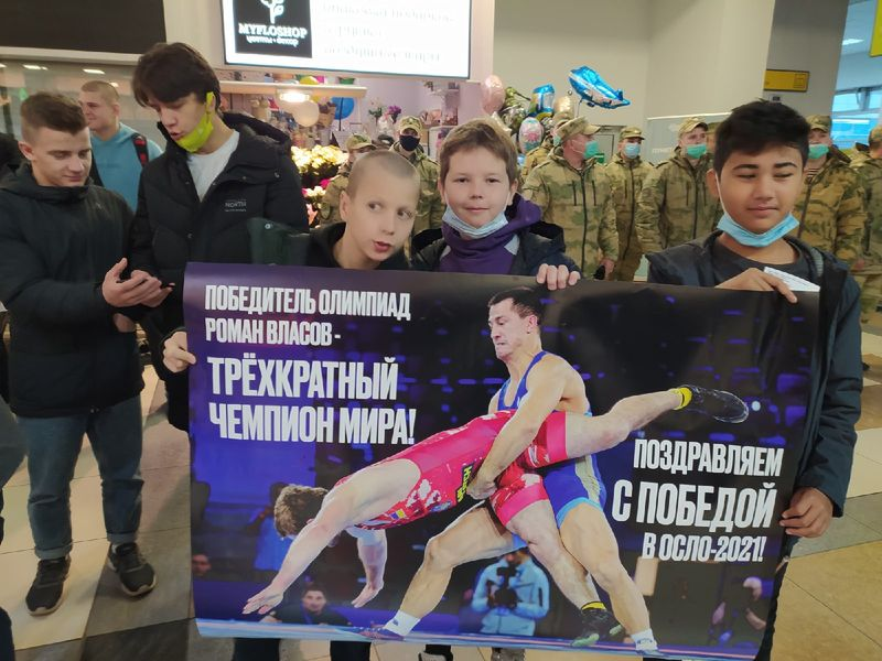 Фото Чемпион в кубе: Роман Власов прилетел в Новосибирск 8