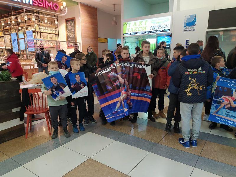 Фото Чемпион в кубе: Роман Власов прилетел в Новосибирск 5