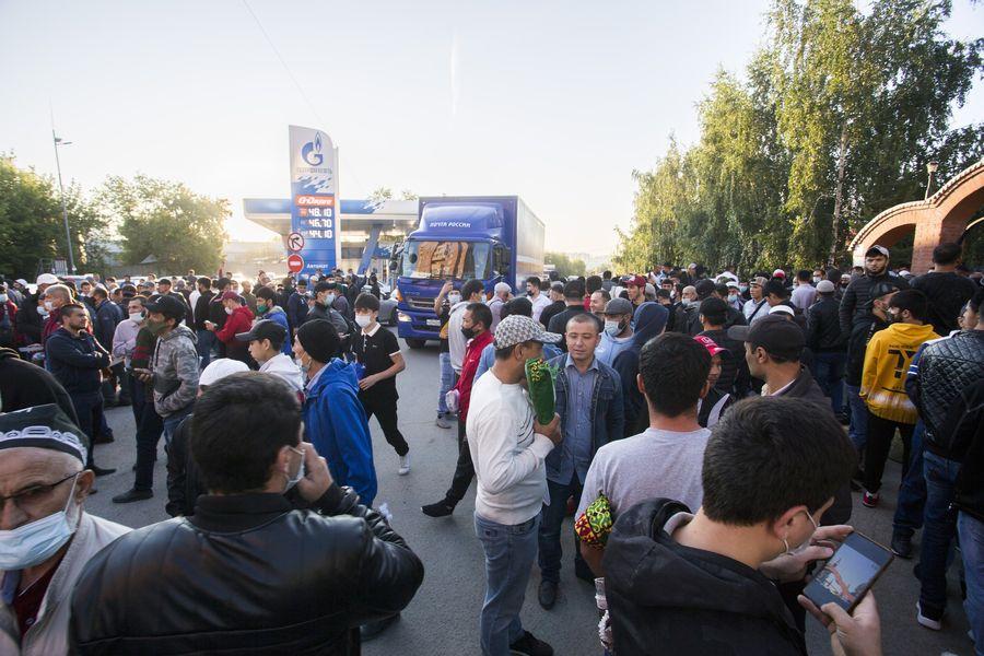 фото Мусульмане отмечают праздник жертвоприношения Курбан-байрам в Новосибирске 2
