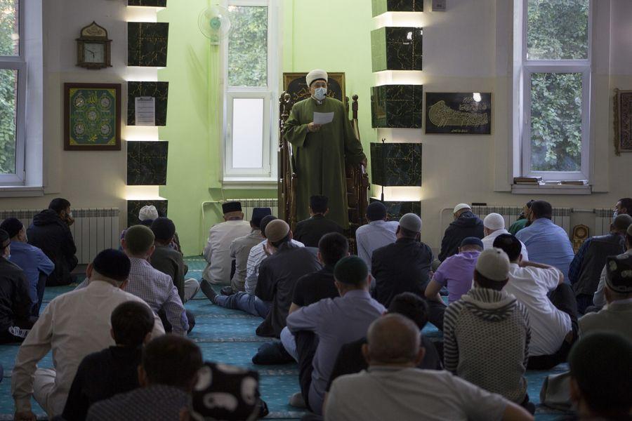 фото Мусульмане отмечают праздник жертвоприношения Курбан-байрам в Новосибирске 3