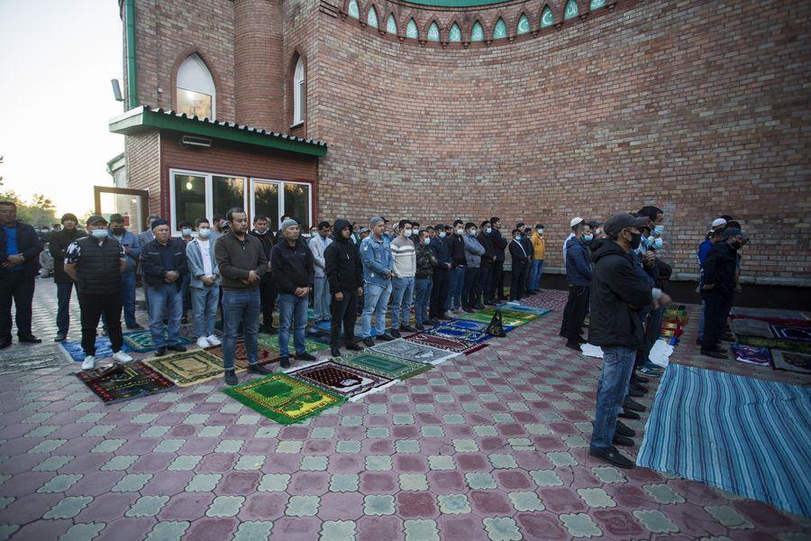 фото Мусульмане отмечают праздник жертвоприношения Курбан-байрам в Новосибирске 5