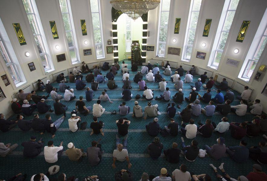 фото Мусульмане отмечают праздник жертвоприношения Курбан-байрам в Новосибирске 6
