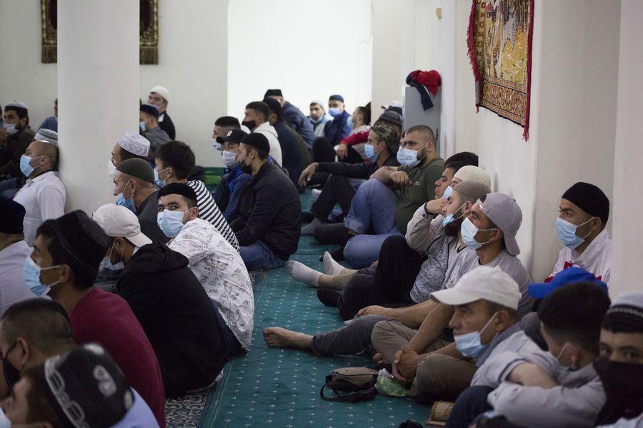 фото Мусульмане отмечают праздник жертвоприношения Курбан-байрам в Новосибирске 10