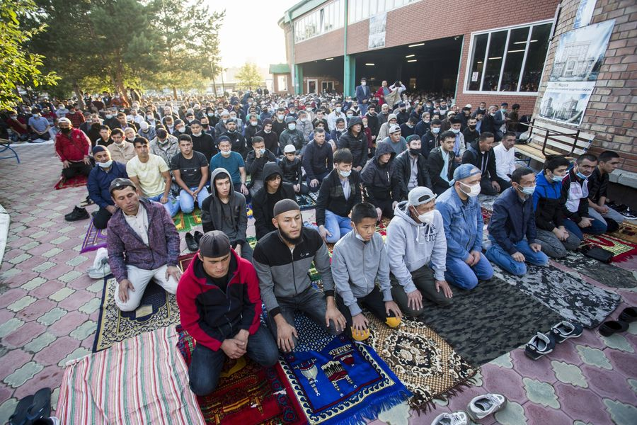 фото Мусульмане отмечают праздник жертвоприношения Курбан-байрам в Новосибирске 13