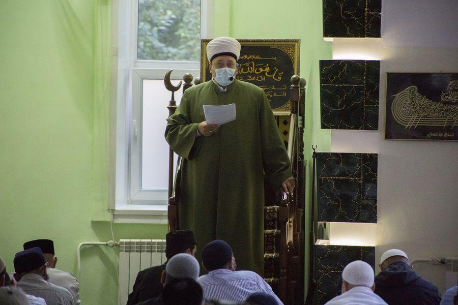фото Мусульмане отмечают праздник жертвоприношения Курбан-байрам в Новосибирске 15