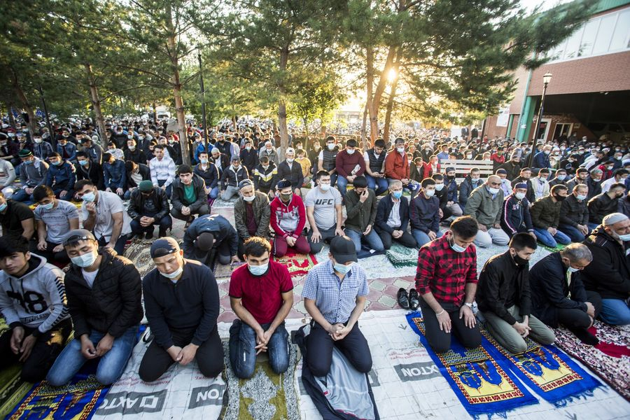 фото Мусульмане отмечают праздник жертвоприношения Курбан-байрам в Новосибирске 20
