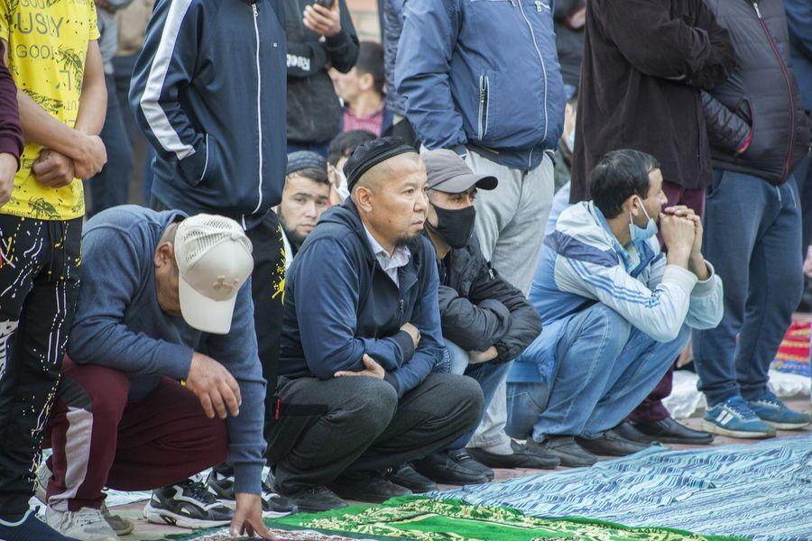 фото Мусульмане отмечают праздник жертвоприношения Курбан-байрам в Новосибирске 24