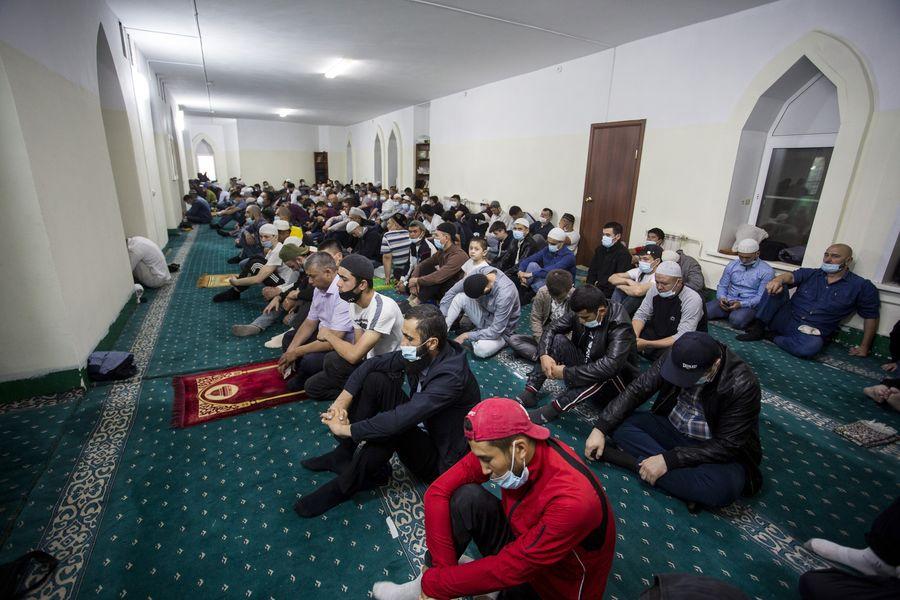 фото Мусульмане отмечают праздник жертвоприношения Курбан-байрам в Новосибирске 32