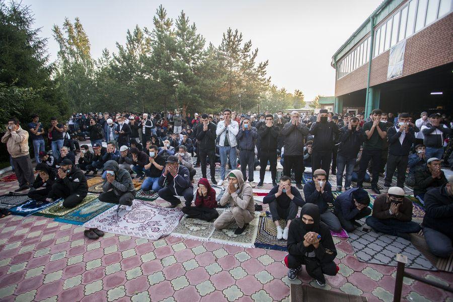 фото Мусульмане отмечают праздник жертвоприношения Курбан-байрам в Новосибирске 34
