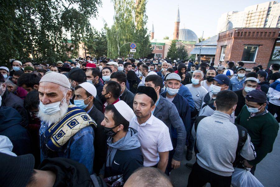 фото Мусульмане отмечают праздник жертвоприношения Курбан-байрам в Новосибирске 7