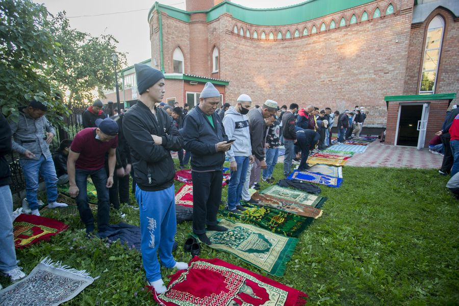 фото Мусульмане отмечают праздник жертвоприношения Курбан-байрам в Новосибирске 8