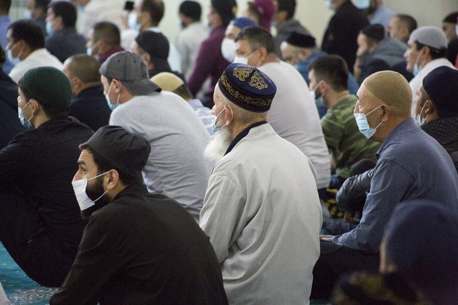 фото Мусульмане отмечают праздник жертвоприношения Курбан-байрам в Новосибирске 19