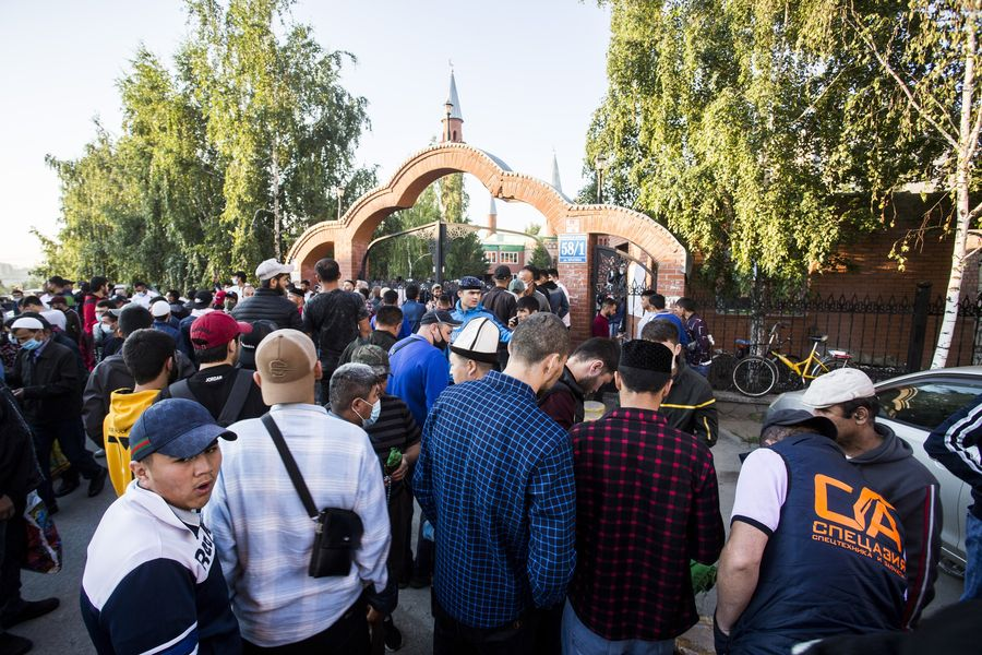 фото Мусульмане отмечают праздник жертвоприношения Курбан-байрам в Новосибирске 22