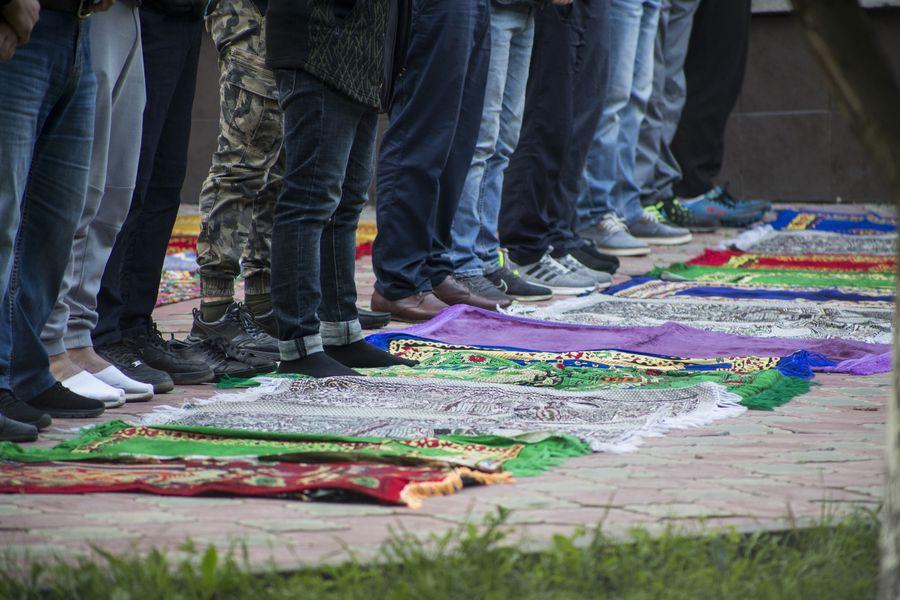фото Мусульмане отмечают праздник жертвоприношения Курбан-байрам в Новосибирске 23