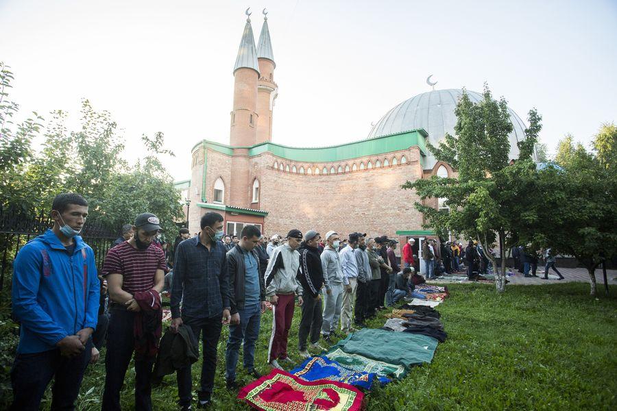 фото Мусульмане отмечают праздник жертвоприношения Курбан-байрам в Новосибирске 29