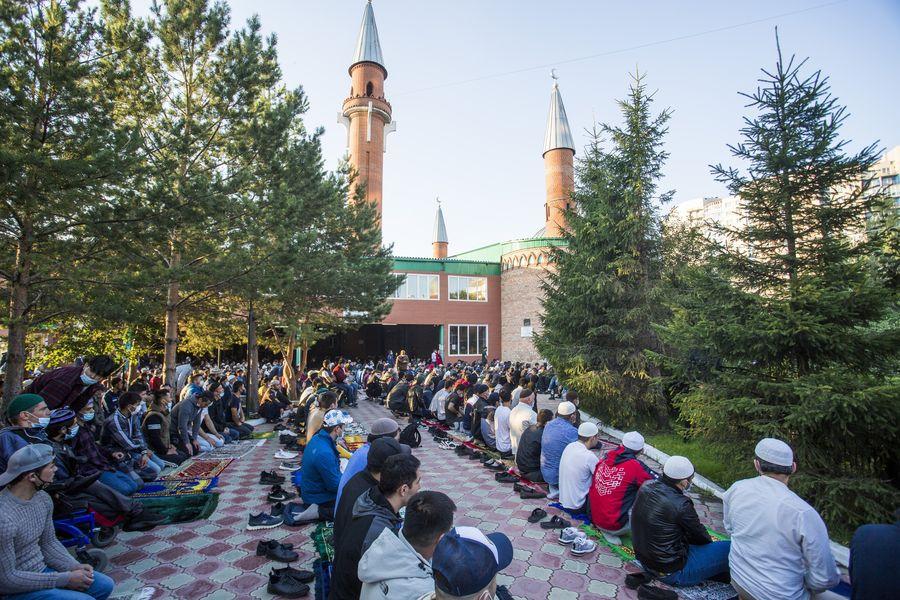 фото Мусульмане отмечают праздник жертвоприношения Курбан-байрам в Новосибирске 31