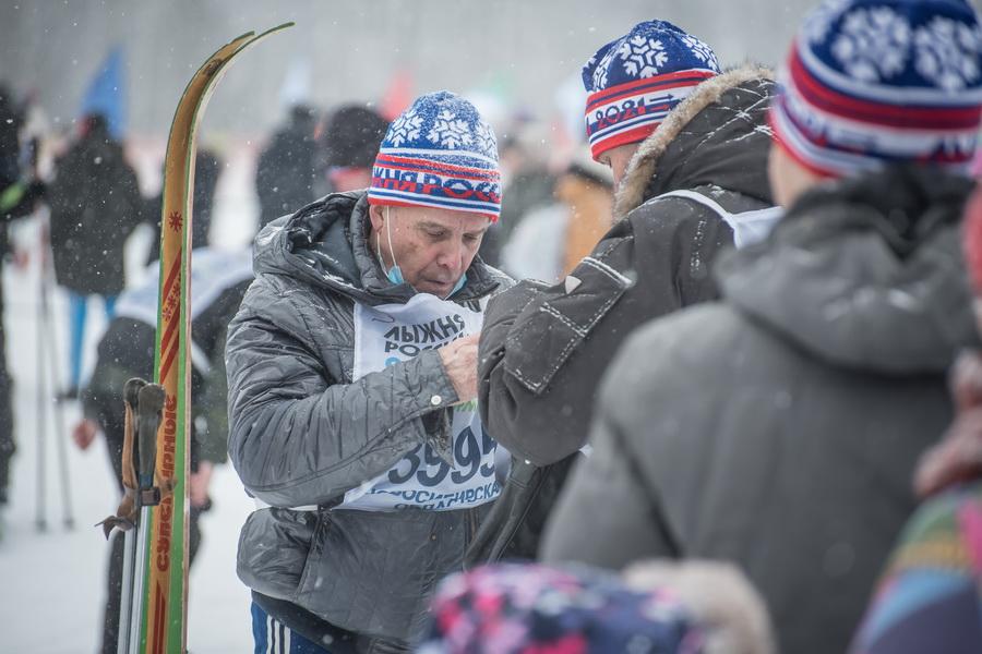 фото Влюблённые в лыжи: массовый заезд в Новосибирске 75