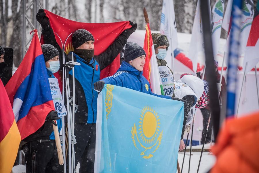 фото Влюблённые в лыжи: массовый заезд в Новосибирске 14