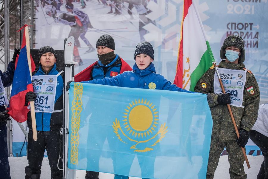 фото Влюблённые в лыжи: массовый заезд в Новосибирске 10