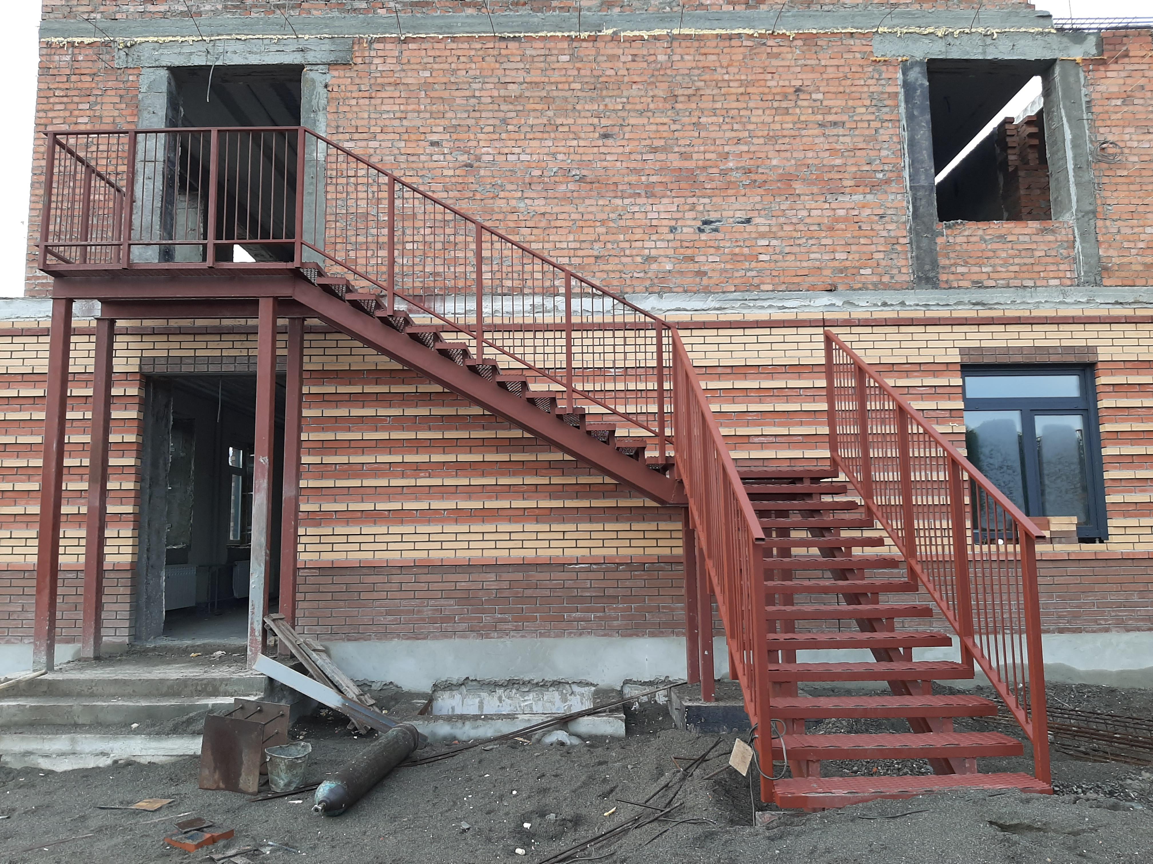 Фото №1 Монтаж и сварка пожарной лестницы