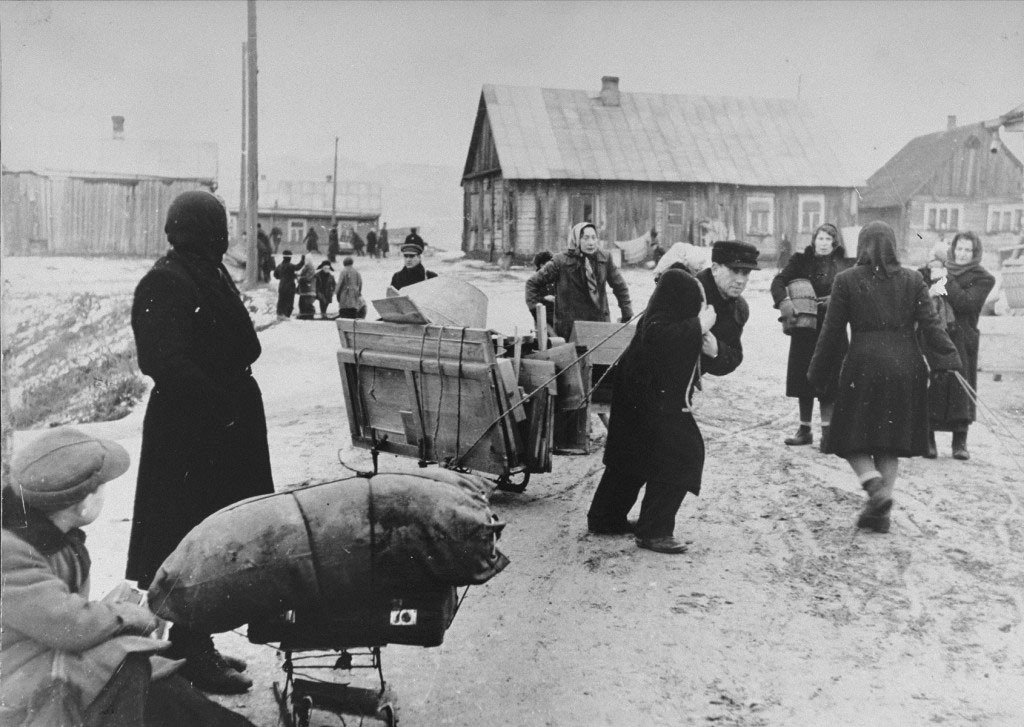 Переселение евреев в Каунасское гетто. Литва. 1941—1942 год.