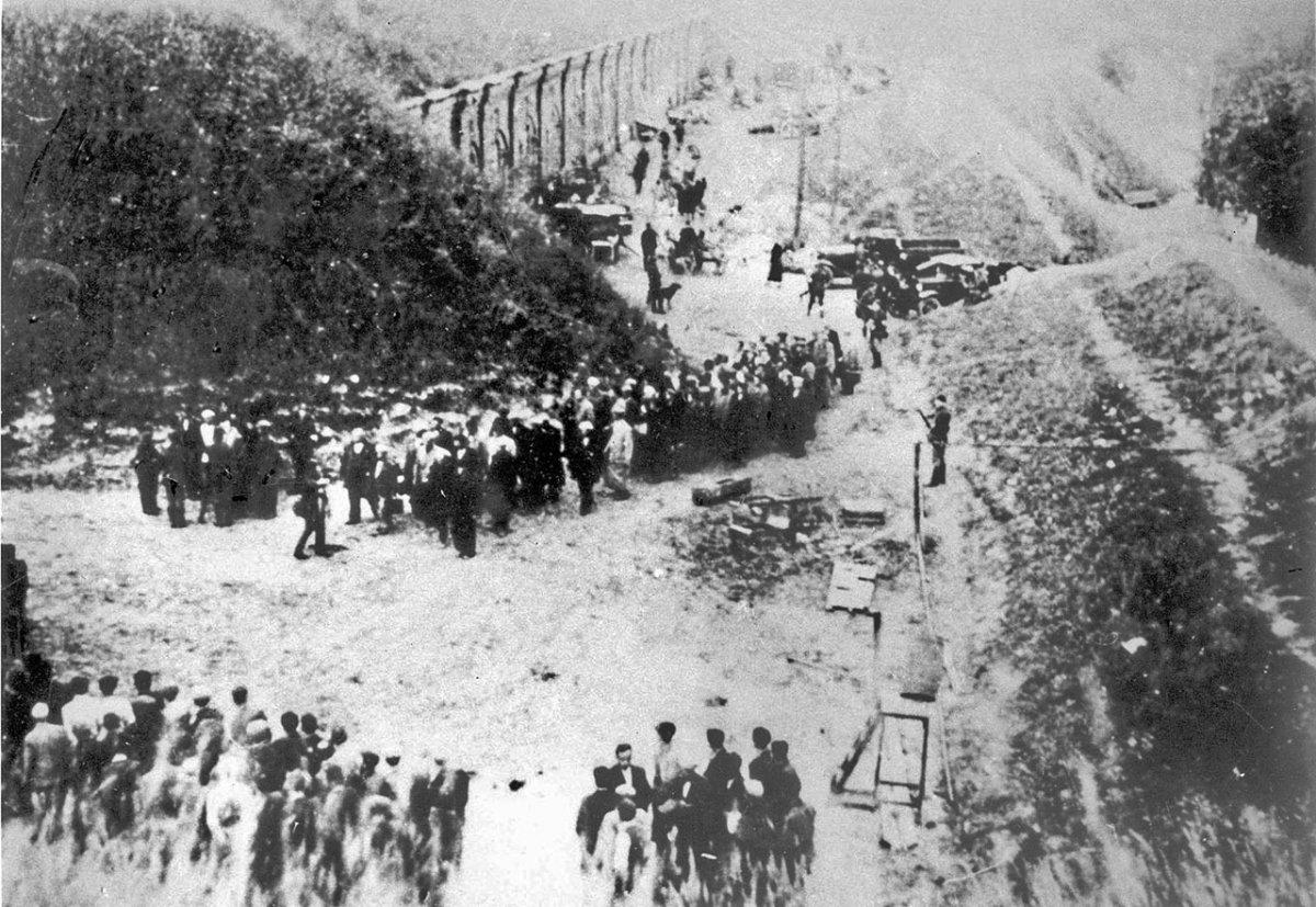 Каунас, 1941 г. Евреи, конвоируемые к месту расстрела в IX форт.