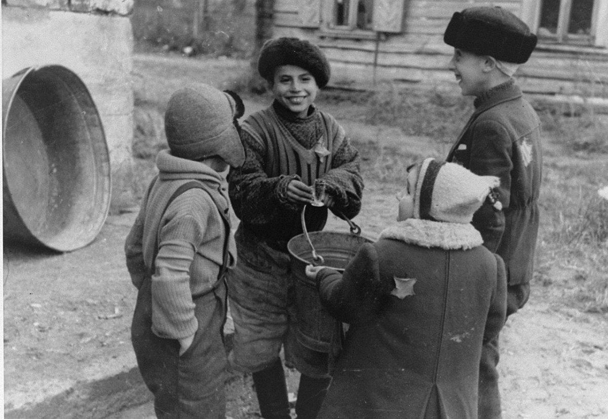 Дети Каунасского гетто. 40-е годы ХХ-го века.