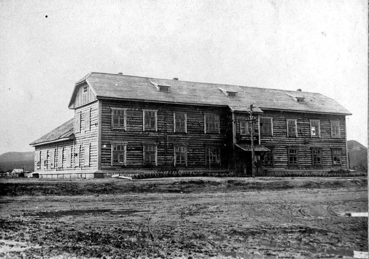 Здание ПУСиПХ в селе Балаганное. Конец 30-х годов ХХ-го века.