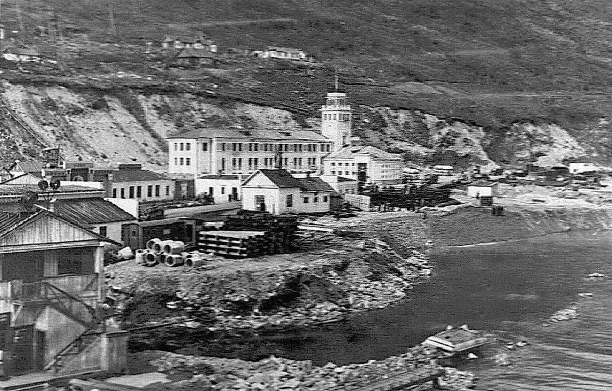 Магадан. Морской торговый порт. 50-е годы.