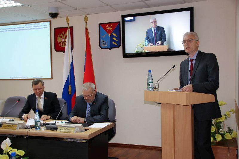 НА фото Олег Михайлюк за трибуной