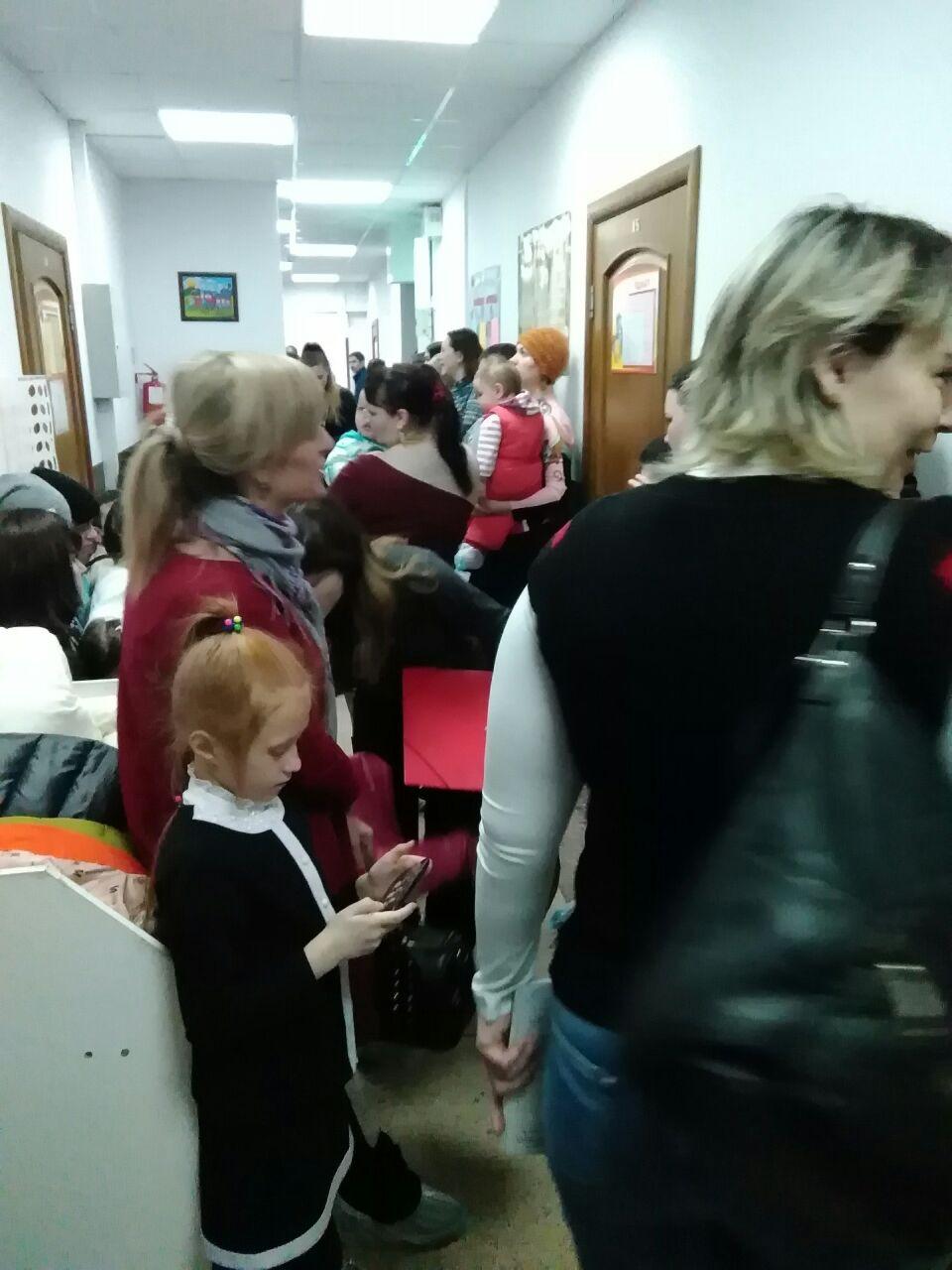 Очередь в детскую больницу фото соцсети