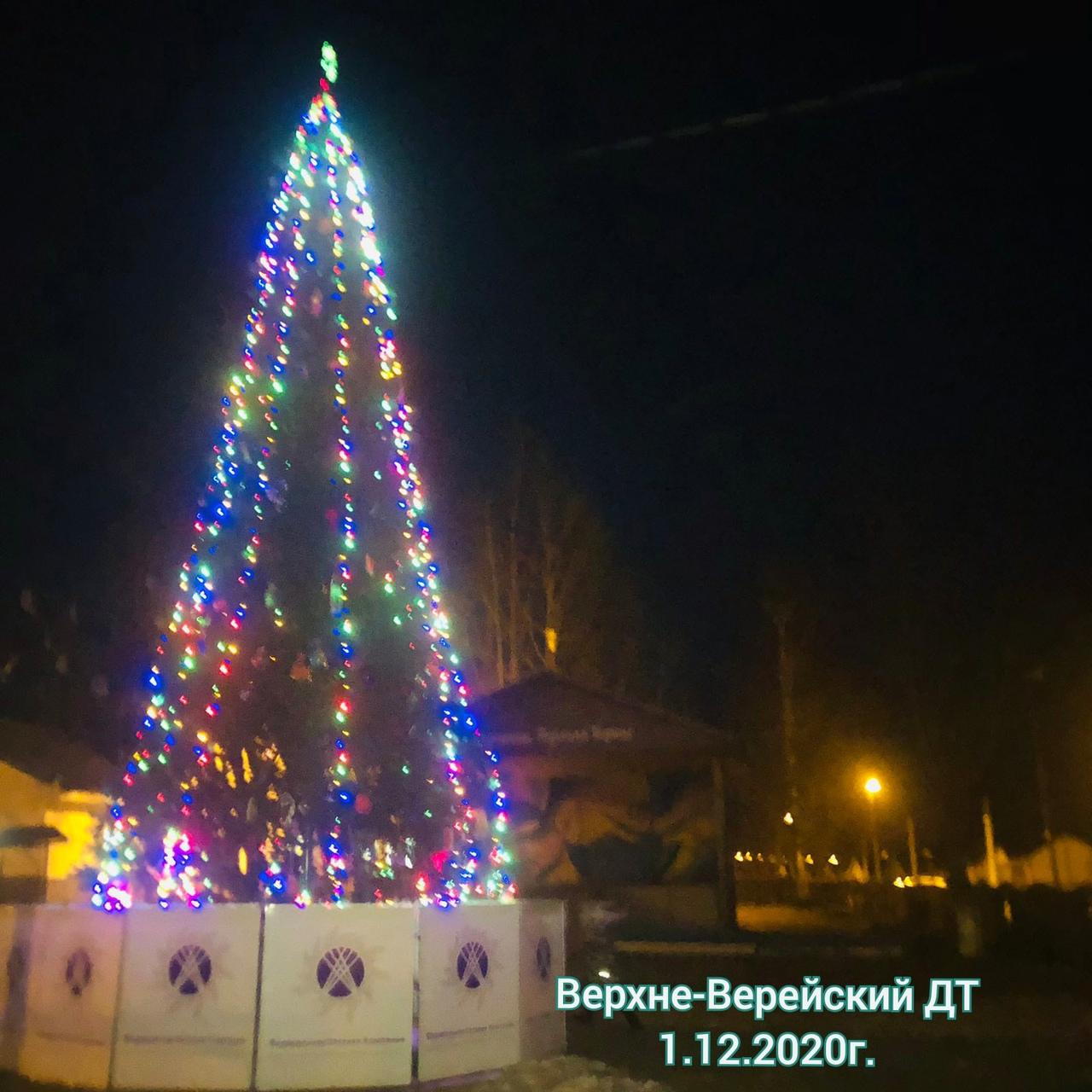 В Верхней Верее зажгли новогодние огни