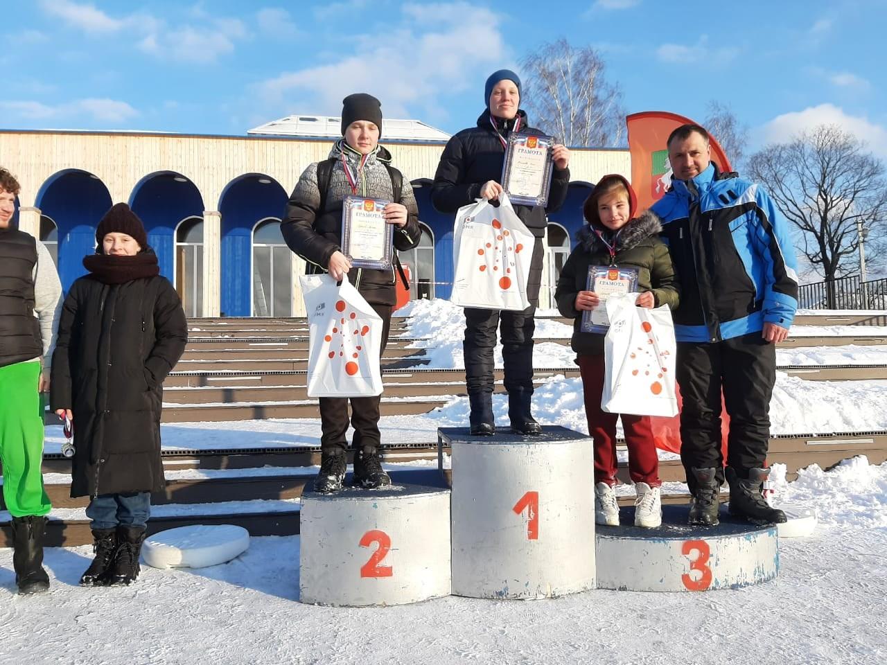 В Выксе прошли соревнования по зимнему плаванию