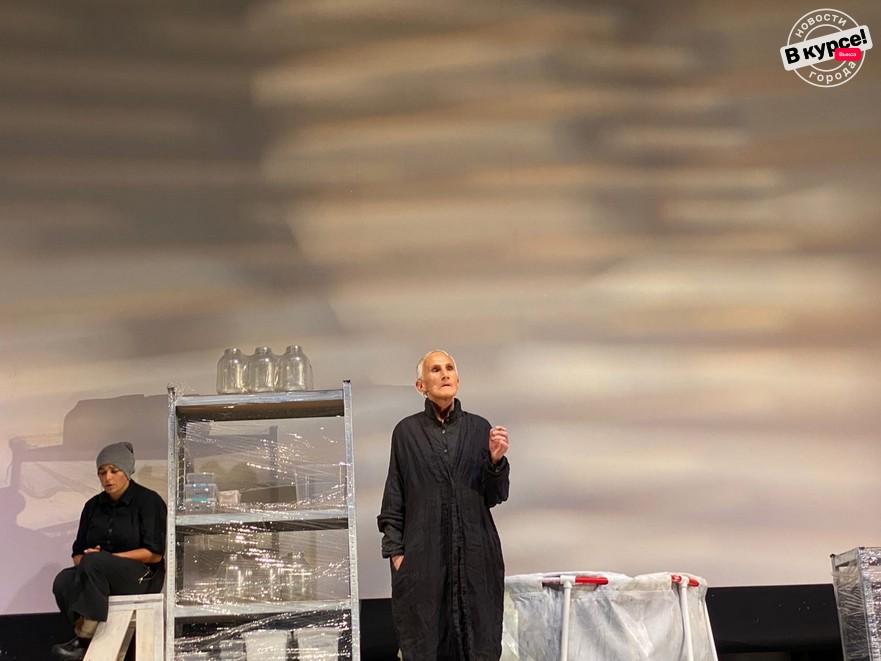 «Он в Аргентине»: Пегова и Хайруллина на выксунской сцене
